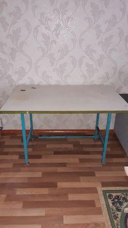 Срочно продам кухонный стол