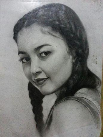 Профессиональный художник рисует портреты