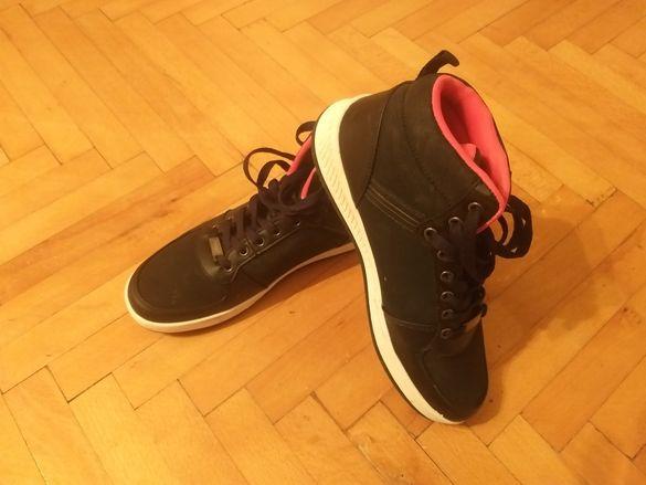 Дамски спортни обувки !!!
