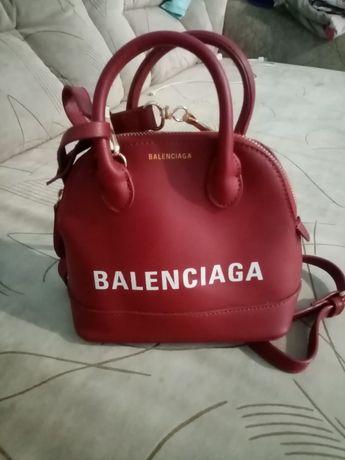 Женская аккуратная сумочка