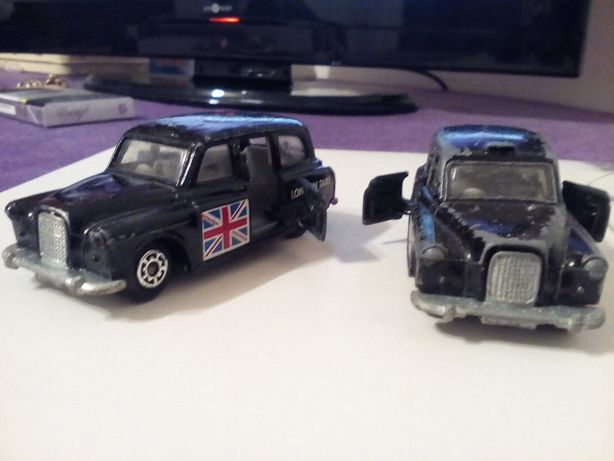 Matchbox FX4R London Taxi Black Body with Flag 1986.