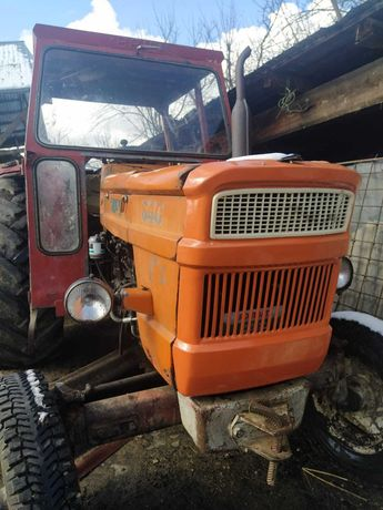 Vând tractor fiat640