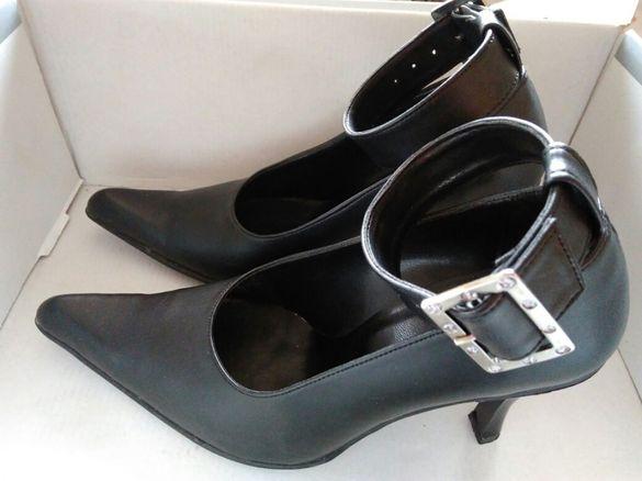 Дамски обувки с катарама