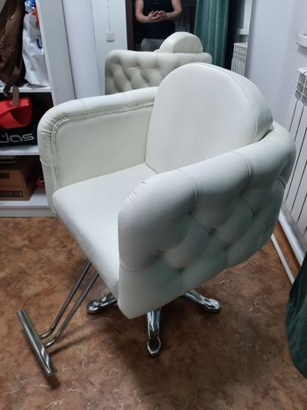 Продается парикмахерское кресло