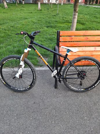 Bicicleta OnOne Hardtail 27.5 Enduro Fox Shimano