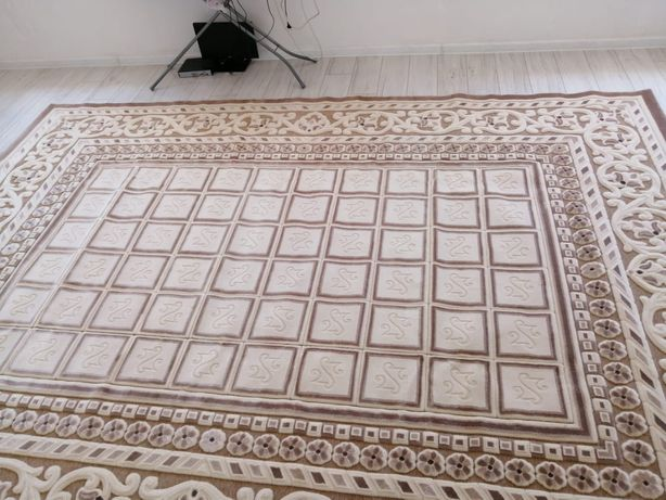 Продаю акриловый ковёр