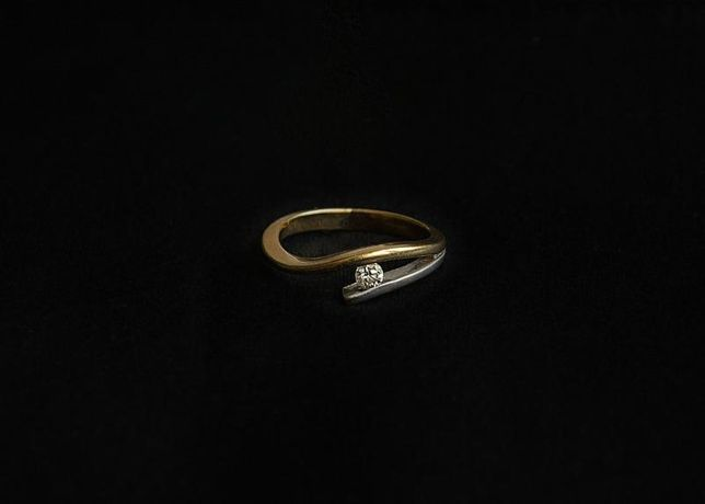 0% Кольцо с бриллиантом, золото 750 (18K), вес 3.81 г. «Ломбард Белый»