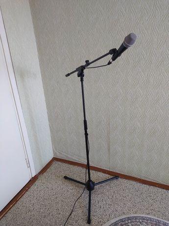 Микрофон beyerdynamic TG V30d s вместе со стойкой для микрофона
