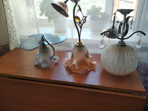 Люстры и светильник