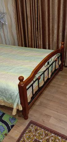 Продам малазийскую кровать с шикарным матрасем. Ширина 160см.