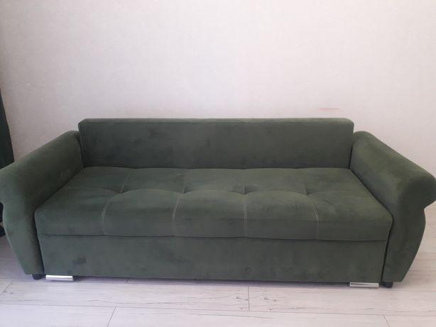Стильный диван зеленого цвета