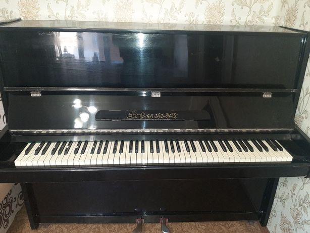 Продам старое пианино
