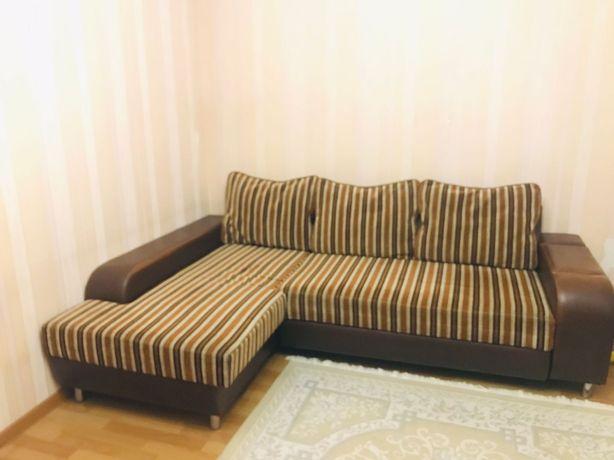 Продам кожанный угловой диван