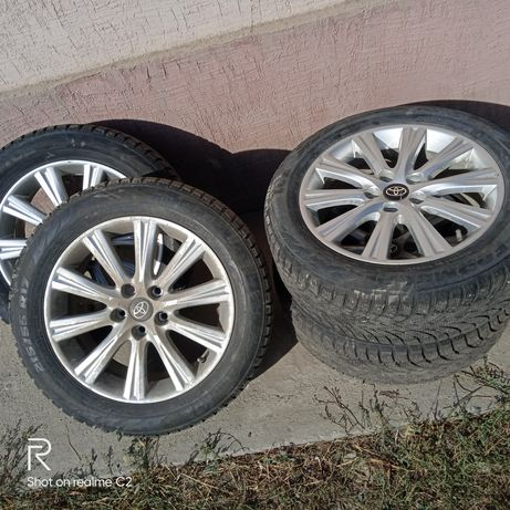 Колеса на Тойота. 215/55r17. С дисками.