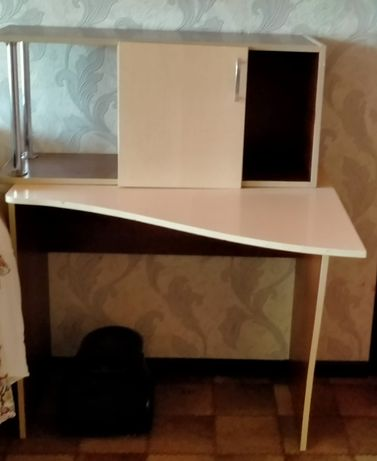 Стол и шкаф продаю 25 тысяч. Торг