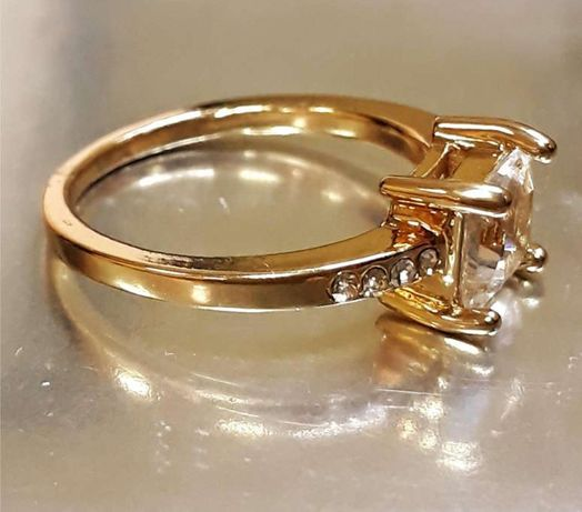 Златен пръстен 18к бяло злато със сапфир Нов