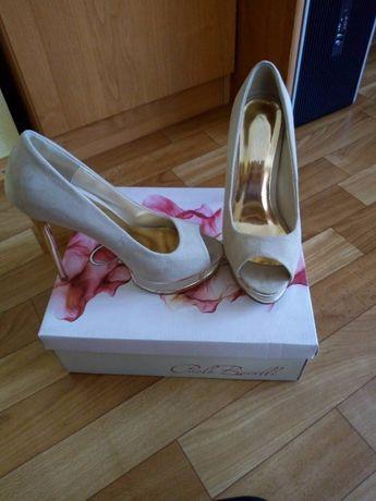 Елегантни дамски обувки, като нови