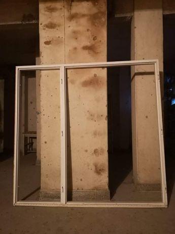 Продавам дървена дограм :два единични прозореца с обща рамка