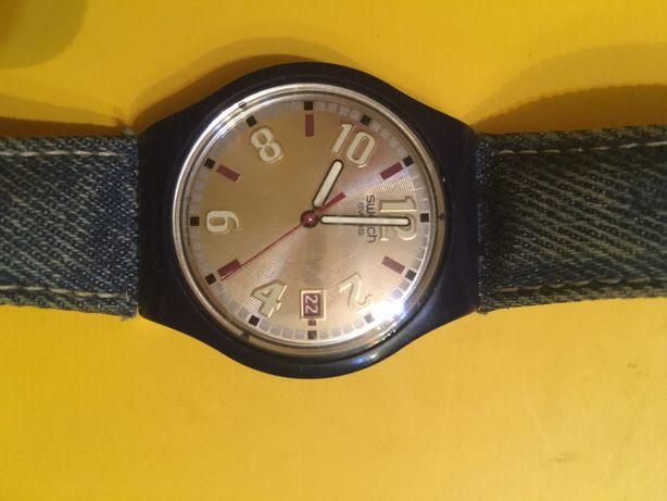 Vand ceas Swatch pentru tineri cu curea din blugi