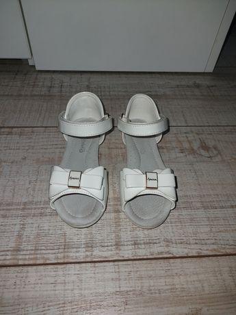 Лачени сандалки за момиче