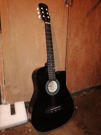 Акустикалық гитара сатылады бағасы 17000т