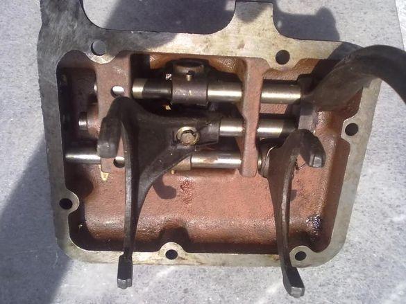 Капак за скоростна кутия ГАЗ 53 и ГАЗ 66 комплект с вилките