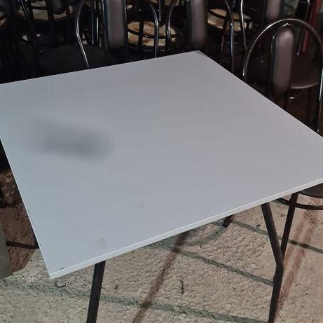 Столы, столы и стулья