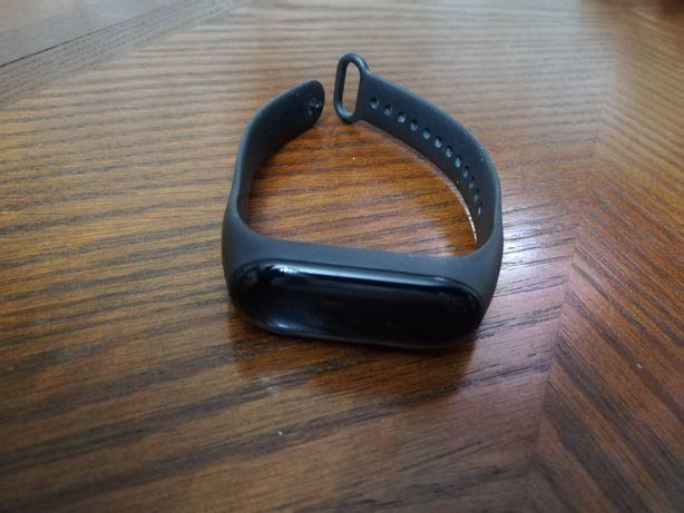 Продаю фитнес-браслет Xiaomi mi band 3