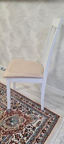 Продам белые стулья