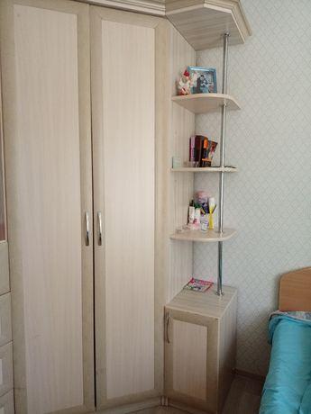 Тахта и угловой шкаф