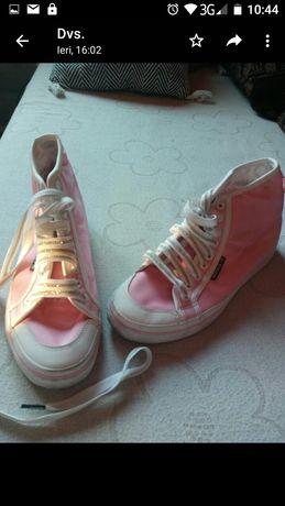 Sandale, adidasi, 7 modele