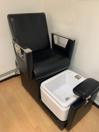 Педикюрное кресло, маникюрный стол, мойка, помощник, зеркала, кресла