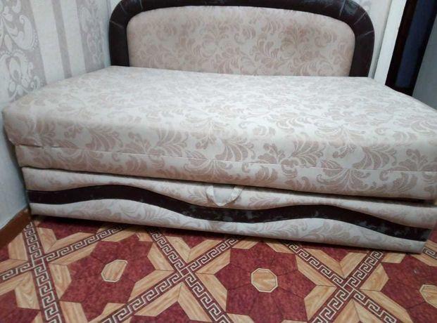 Продам диван - кровать б/у срочно для двоих