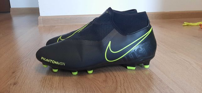 Crampoane pentru fotbal Nike