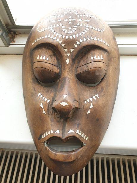 Mască trib vechi cu perle