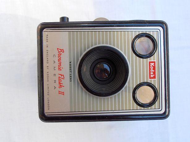 Aparat foto vintage cu film 6x6 Kodak Brownie+toc