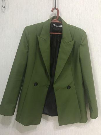 Продам двубортный пиджак