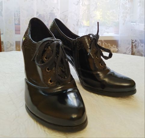 Туфли осенние лакированные