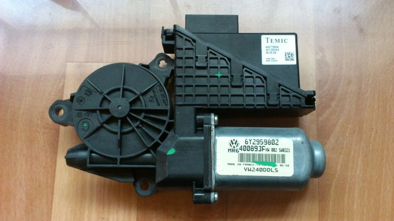 Мотор за преден ляв прозорец на Polo 9N2 гр. Карлово - image 1