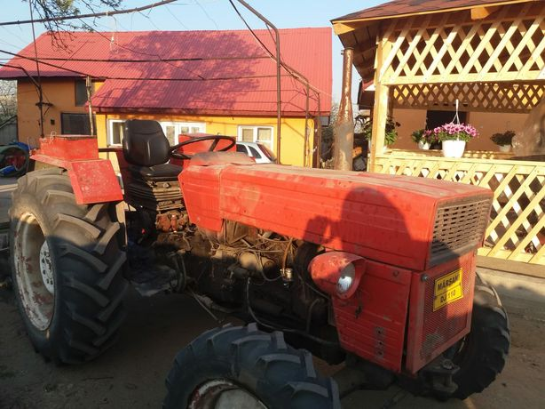 Vând tractor cu motor de aro