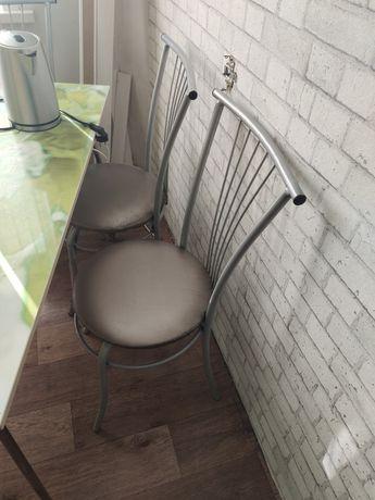 Продам обеденный стол и стулья