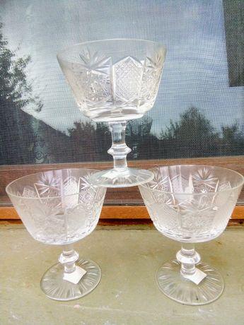 Кристален и стъклен сервиз , чинии