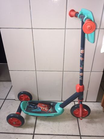 Trotineta cu 3 roti Disney Cars Scooter