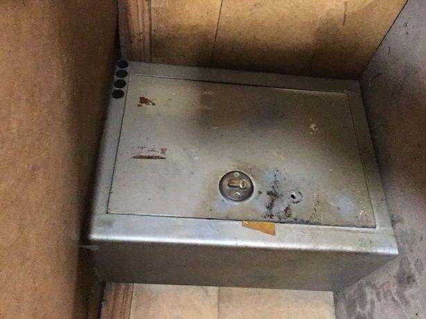 Продам 2 сейфа, стенка одинарная