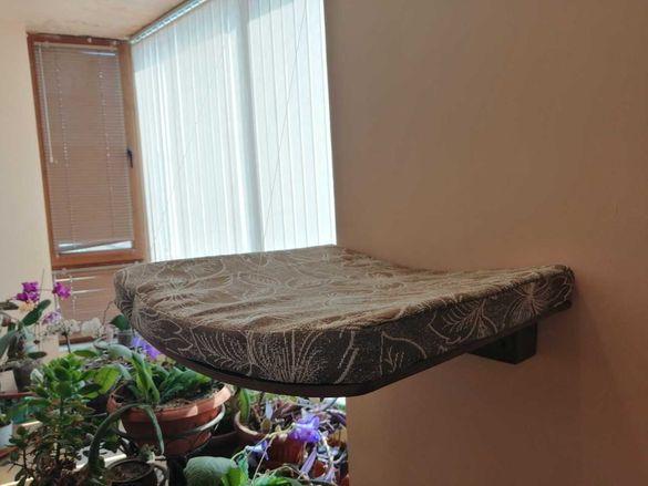 Котешко легло за стена