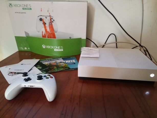 Xbox one s в хорошом сотоянии !