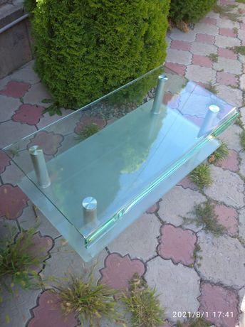 Стеклянные полки и столик