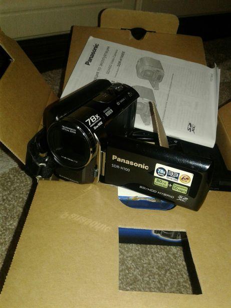 Видеокамера SDR-H100