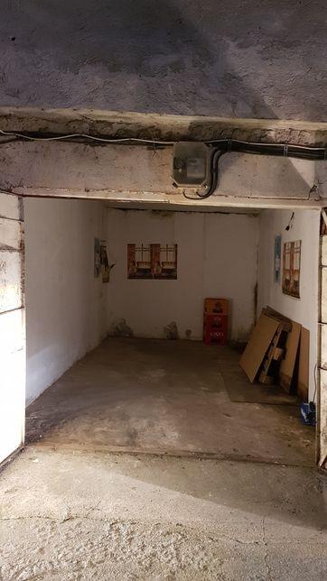 garaj depozit de inchiriat spatios 285l 525L 245h pret fix