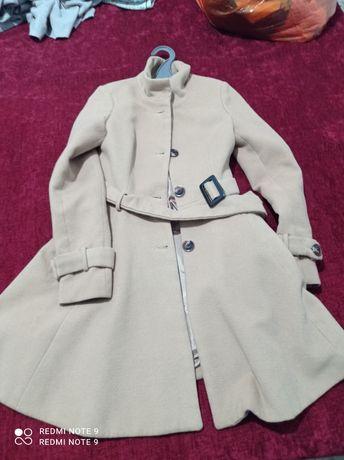 Продам демисезонная пальто